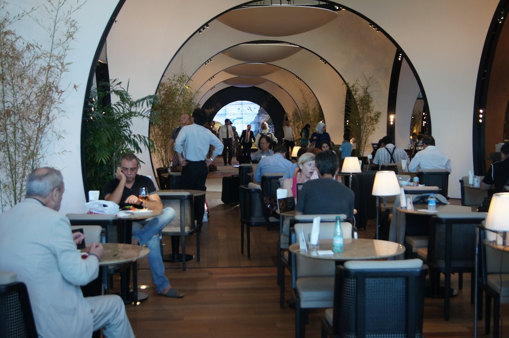 http://oliverckhaas.com/tripreports/2012_tkmini/lounge/12.JPG